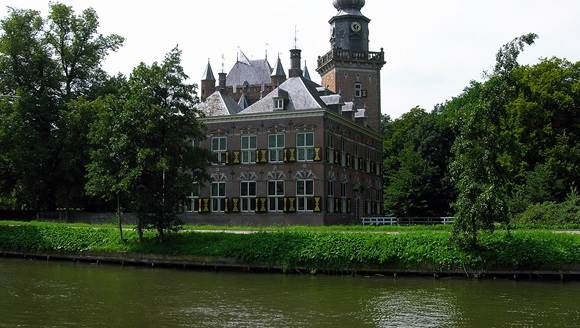 Breukelen castle, CC BY 2.5 Loki2003 via Fotothing.com