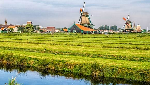 Zaanse Schans windmills CC BY 2.0 gags9999 via Flickr