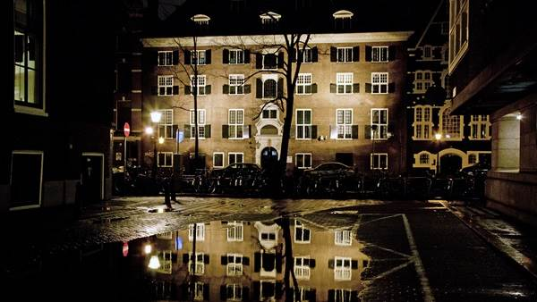 Amsterdam canal architecture night, Edwin van Eis
