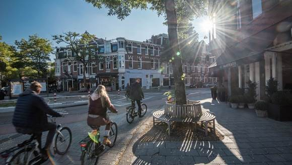 the facts and figures about amsterdam Facts & figuresfacts & figures black box 3,000 m2 ± 3,500 persons max 5,500 persons located in the southeast of amsterdam, just off the a2 (utrecht.