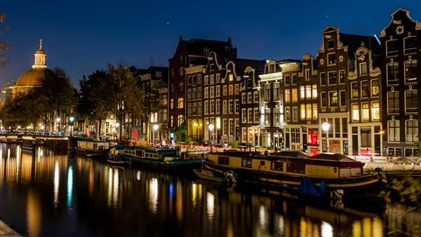 Amsterdam canal at night Andrew Stripp Photography