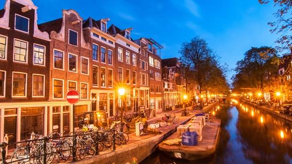 Amsterdam canal night lights Koen Smilde