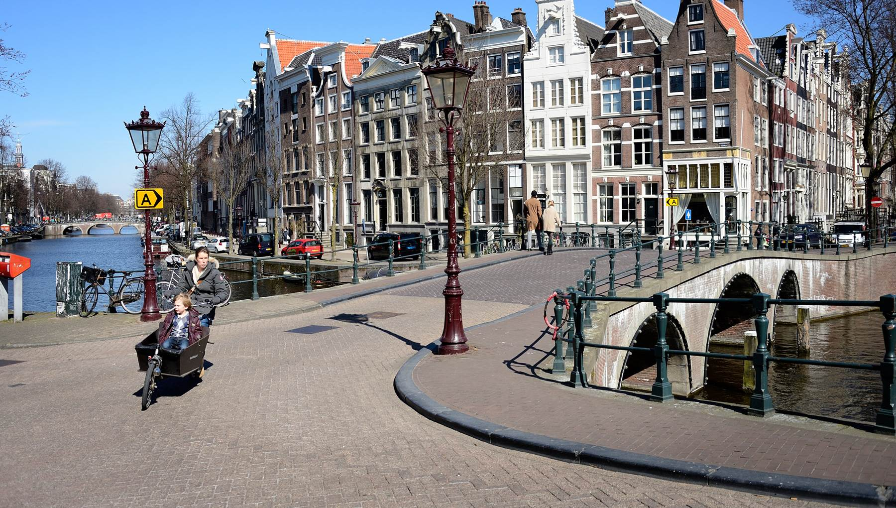Amsterdam canal houses | I amsterdam