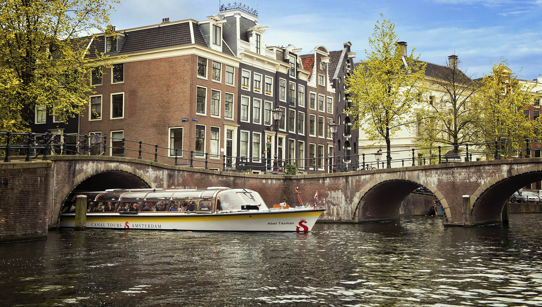 Why a canal cruise is the best introduction to Amsterdam | I amsterdam