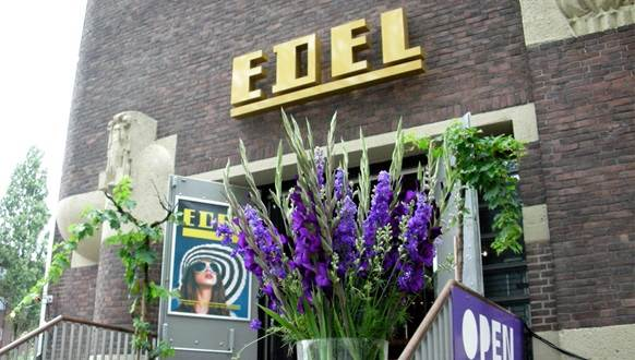 Amsterdam Cafe Edel entrance CC BY-SA 2.0 Bart van Poll via Flickr