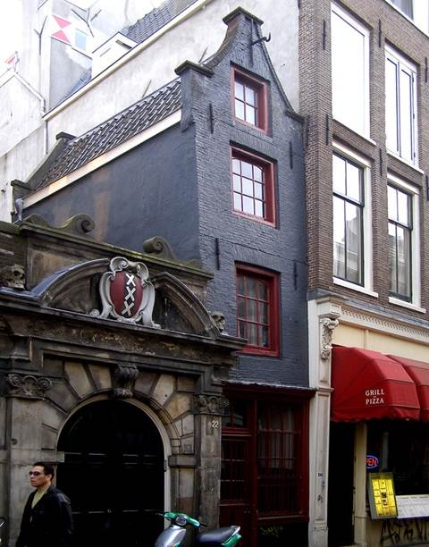 Oude Hoogstraat 22 Smalste Huis Amsterdam CC BY-ND 2.0 Costas Tavernarakis via Flickr