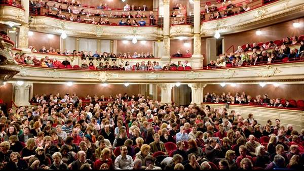 English surtitled theatre, opera and stage in Amsterdam (subtitles, surtitles)