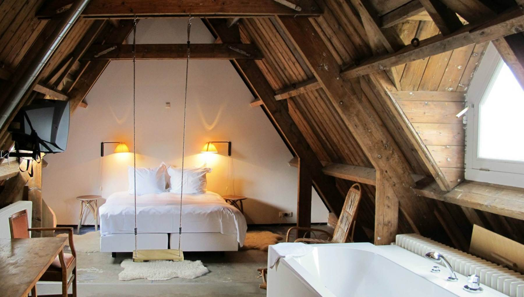 10 romantic hotel rooms in amsterdam i amsterdam for Design hotel europe