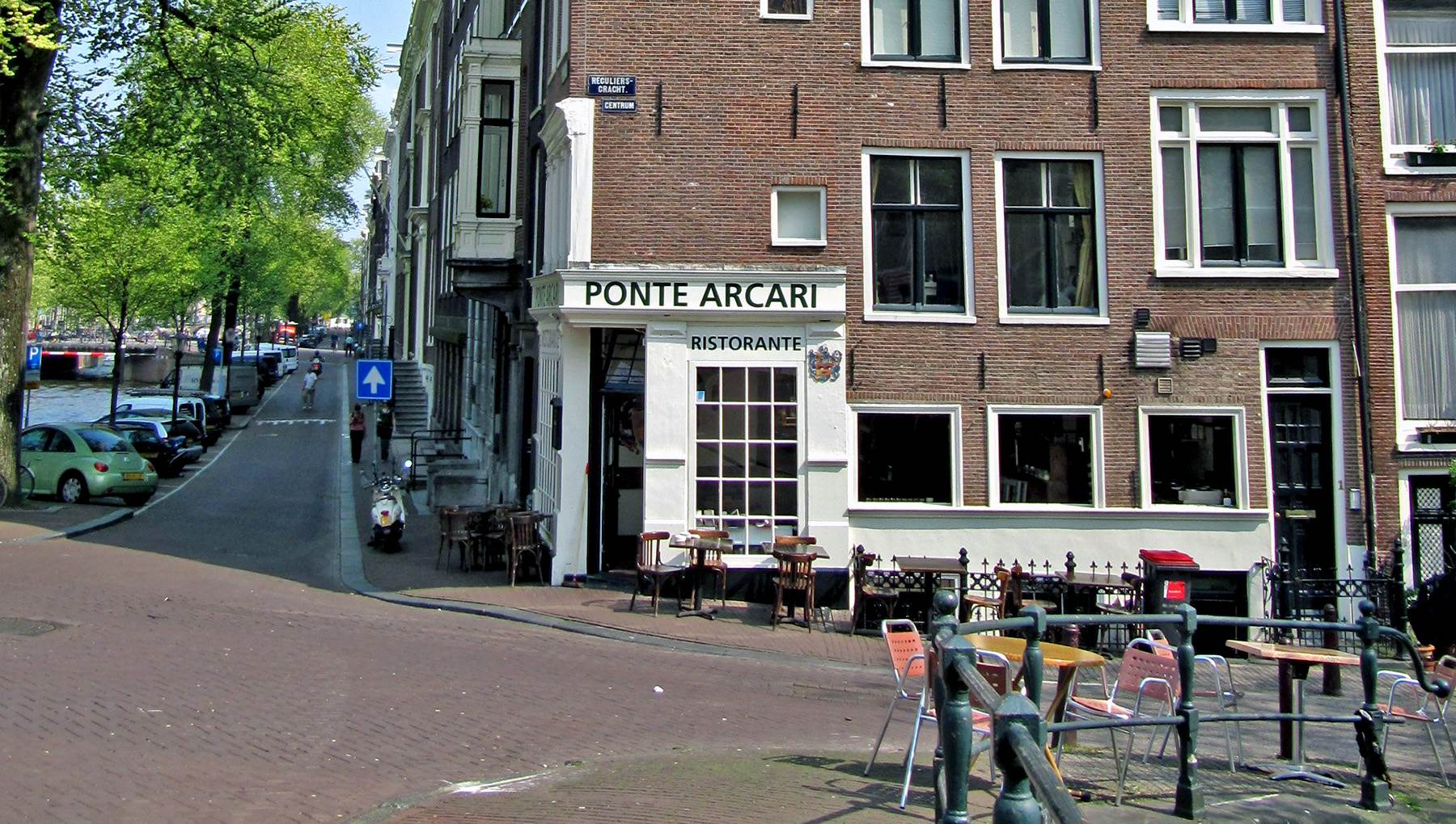 Ponte Arcari Amsterdam CC BY-SA 3.0 Michiel1972 via Wikimedia Commons