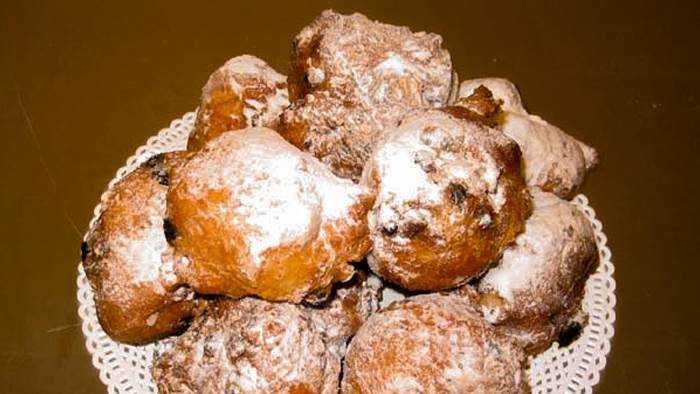 Oliebollen Amsterdam CC BY-SA 3.0 Takeaway via Wikimedia Commons